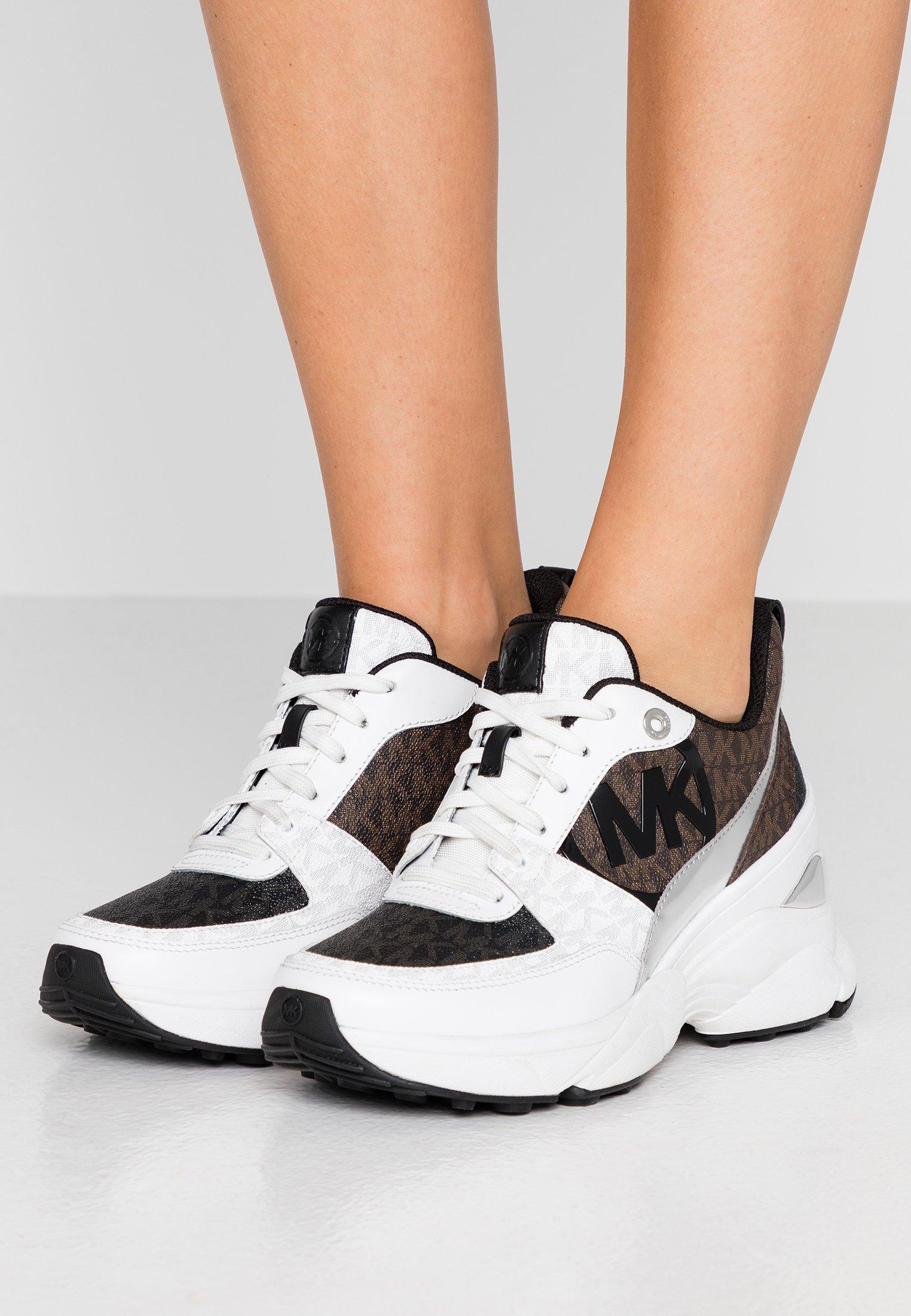 Kjøp MICHAEL Michael Kors Gilmore Slide Black sko Online
