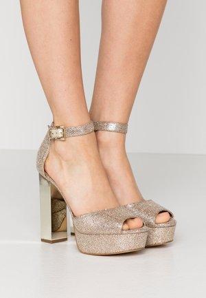 Platform sandals - sand