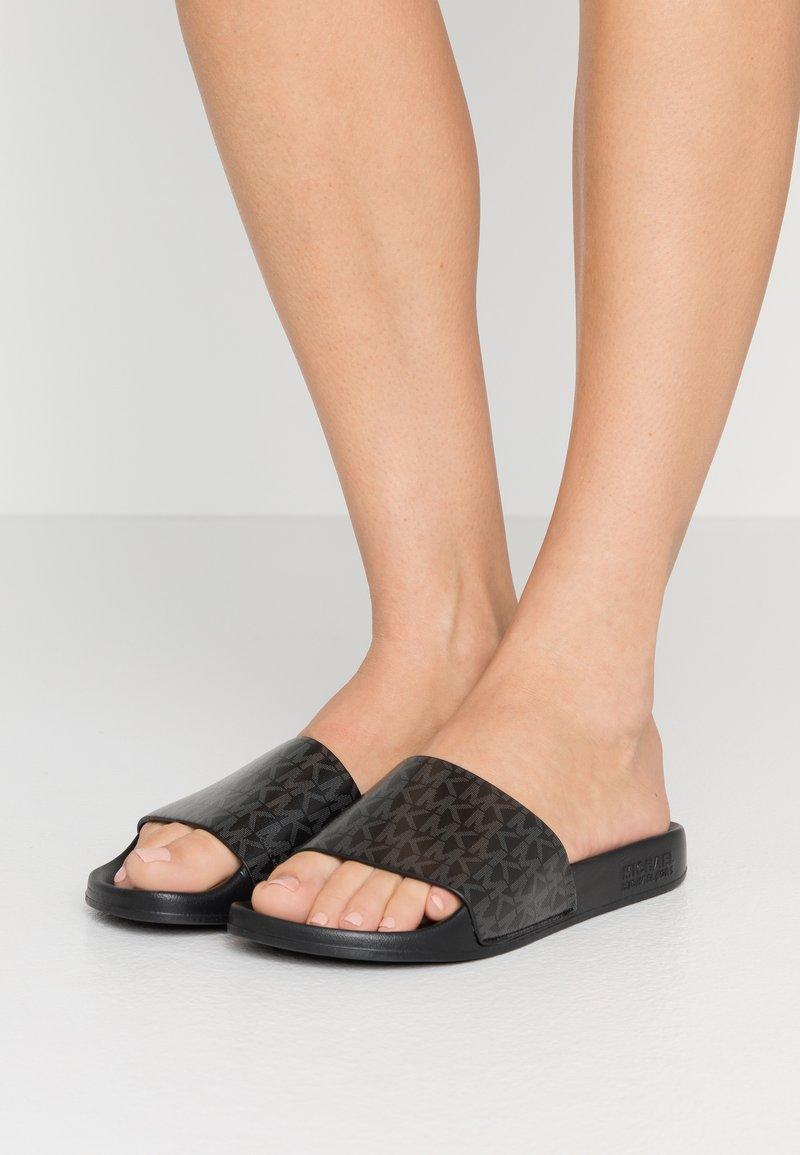 MICHAEL Michael Kors - GILMORE SLIDE - Pantofle - black
