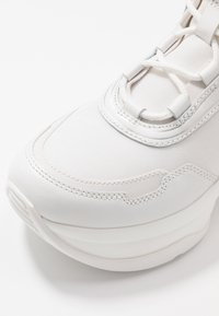 MICHAEL Michael Kors - OLYMPIA TRAINER - Sneakersy niskie - optic white - 2