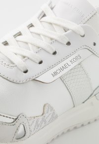 MICHAEL Michael Kors - MONROE TRAINER  - Sneakers laag - bright white - 2