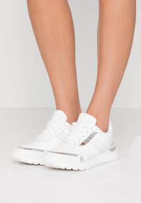 MICHAEL Michael Kors - MONROE TRAINER  - Sneakers laag - bright white - 0