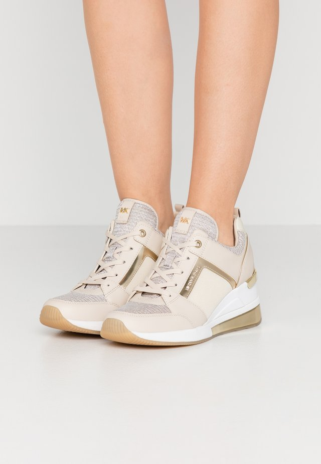 GEORGIE TRAINER EXTREME - Trainers - champagne