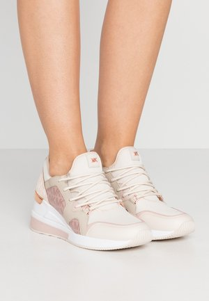 LIV TRAINER - Tenisky - light crimson/multicolor