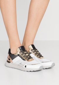 MICHAEL Michael Kors - MONROE TRAINER - Zapatillas - silver/multicolor - 0