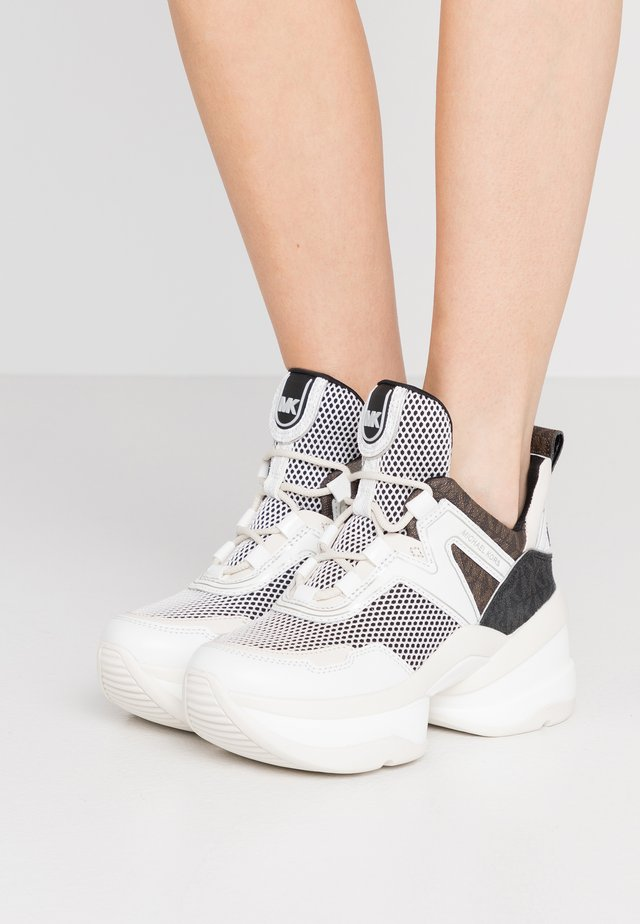 OLYMPIA TRAINER - Sneakersy niskie - black/optic white
