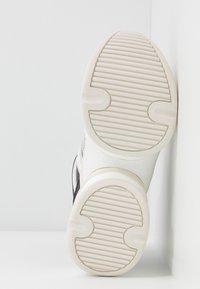 MICHAEL Michael Kors - OLYMPIA TRAINER - Sneakersy niskie - black/optic white - 6
