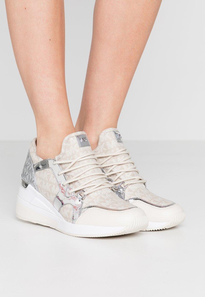 MICHAEL Michael Kors - LIV TRAINER - Sneakers laag - natural