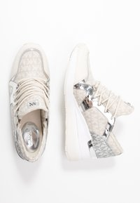 MICHAEL Michael Kors - LIV TRAINER - Sneakers laag - natural - 3