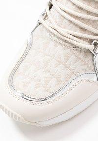 MICHAEL Michael Kors - LIV TRAINER - Sneakers laag - natural - 2