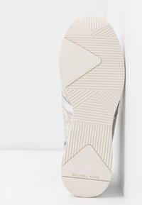 MICHAEL Michael Kors - LIV TRAINER - Sneakers laag - natural - 6