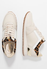 MICHAEL Michael Kors - BILLIE TRAINER - Sneakers laag - ecru - 1