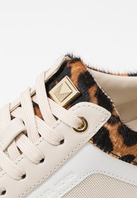MICHAEL Michael Kors - BILLIE TRAINER - Sneakers laag - ecru - 5