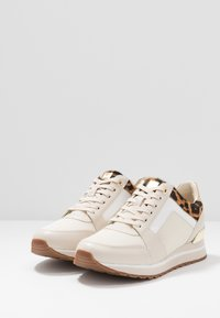 MICHAEL Michael Kors - BILLIE TRAINER - Sneakers laag - ecru - 2
