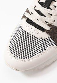 MICHAEL Michael Kors - BILLIE TRAINER - Sneakers laag - black - 2