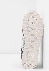 MICHAEL Michael Kors - BILLIE TRAINER - Sneakers laag - black - 6