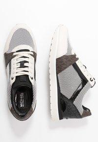 MICHAEL Michael Kors - BILLIE TRAINER - Sneakers laag - black - 3