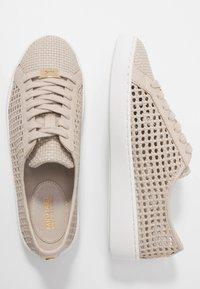 MICHAEL Michael Kors - OLIVIA LACE UP - Sneakersy niskie - light sand - 3