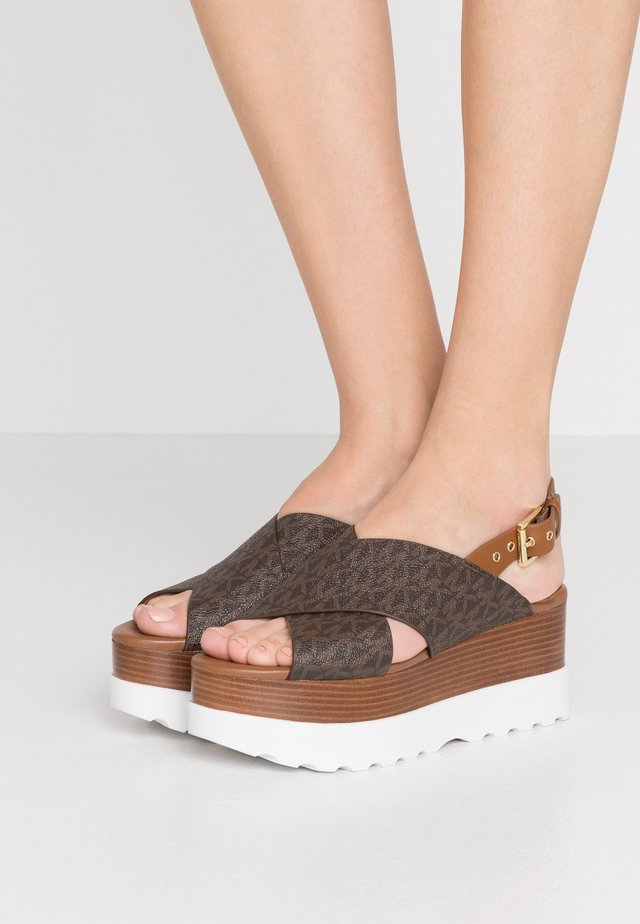 BECKER  - Sandalias con plataforma - brown