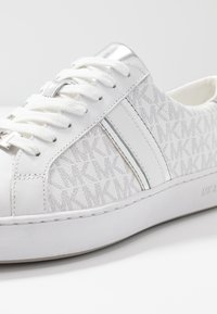 MICHAEL Michael Kors - IRVING STRIPE LACE UP - Zapatillas - bright white - 2