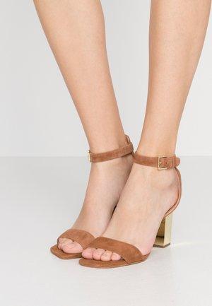 PETRA ANKLE STRAP - Sandaler med høye hæler - luggage