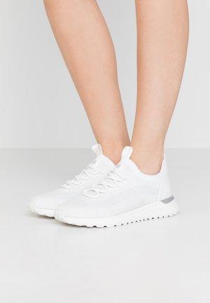 BODIE TRAINER - Sneakersy niskie - white