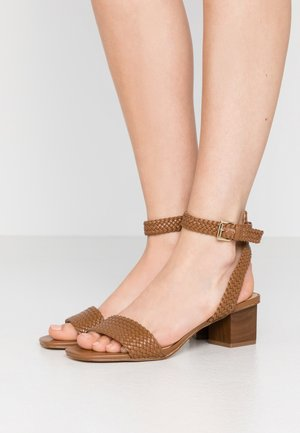 PETRA MID - Sandals - luggage