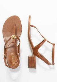 MICHAEL Michael Kors - LITA THONG - Sandály s odděleným palcem - luggage - 3