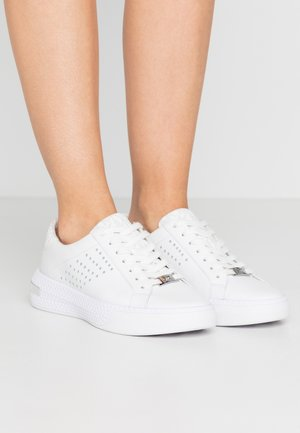 CODIE LACE UP - Matalavartiset tennarit - bright white