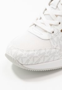 MICHAEL Michael Kors - GEORGIE TRAINER EXTREME - Trainers - bright white - 2