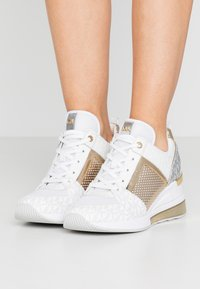 MICHAEL Michael Kors - GEORGIE TRAINER EXTREME - Trainers - bright white - 0