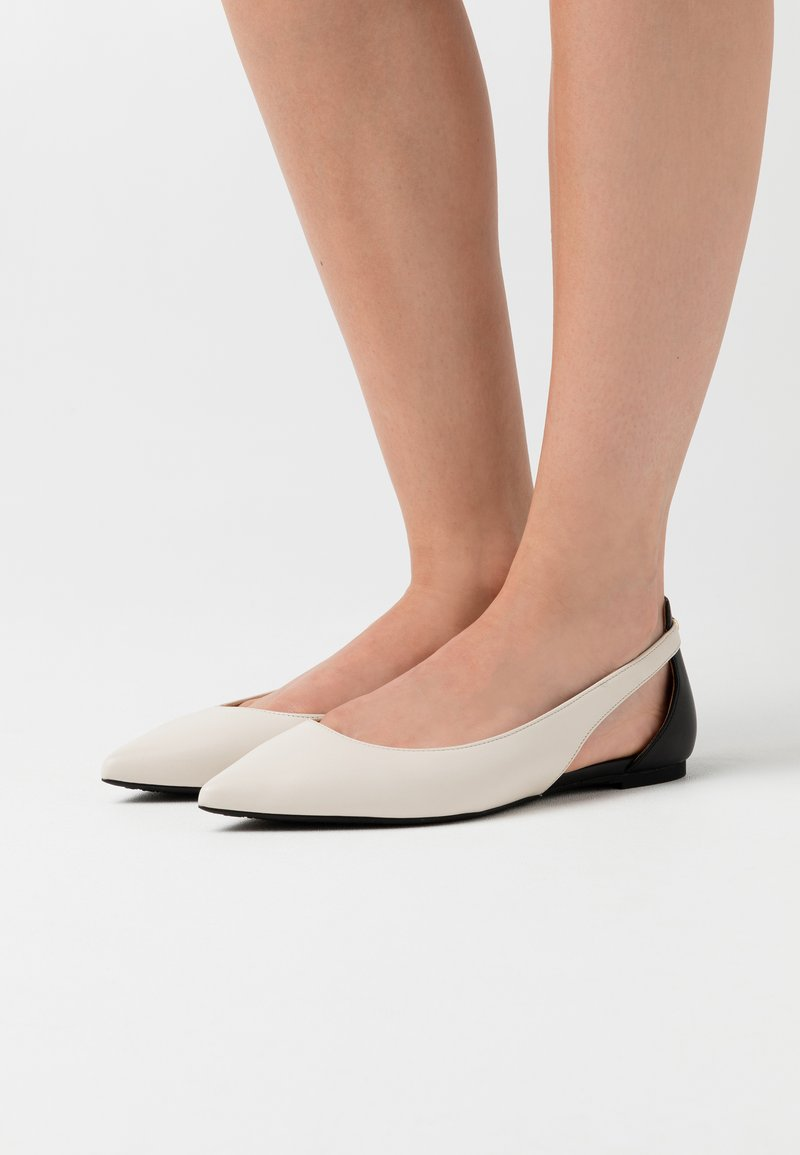 MICHAEL Michael Kors - CERSEI FLEX FLAT - Ballerina's - light cream