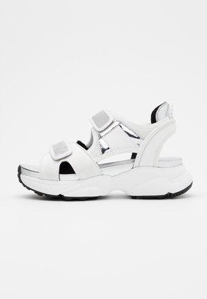 HARVEY  - Sandály na platformě - optic white