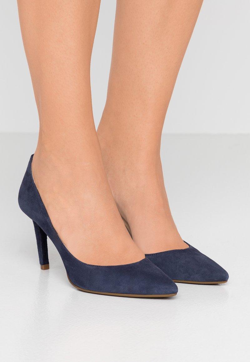 MICHAEL Michael Kors - DOROTHY FLEX D'ORSAY - Classic heels - maritime