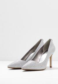 MICHAEL Michael Kors - DOROTHY FLEX  - High heels - silver - 4