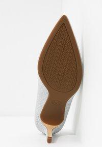 MICHAEL Michael Kors - DOROTHY FLEX  - High heels - silver - 6