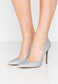 MICHAEL Michael Kors - KEKE  - Zapatos altos - silver - 0