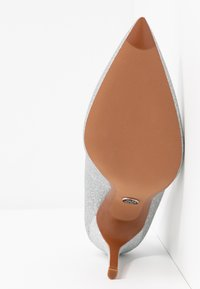 MICHAEL Michael Kors - KEKE  - Zapatos altos - silver - 6