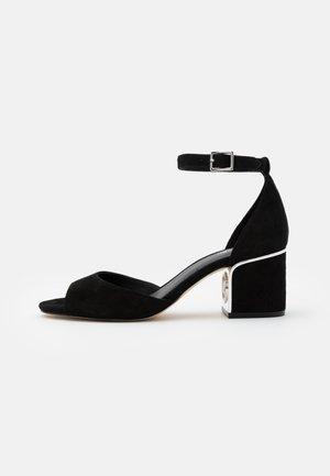 LANA MID - Sandalen - black