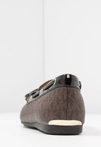 MICHAEL Michael Kors - SUTTON MOC - Mocassins - brown/black - 5