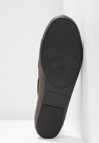 MICHAEL Michael Kors - SUTTON MOC - Mocassins - brown/black - 6