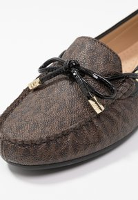 MICHAEL Michael Kors - SUTTON MOC - Mocassins - brown/black - 2