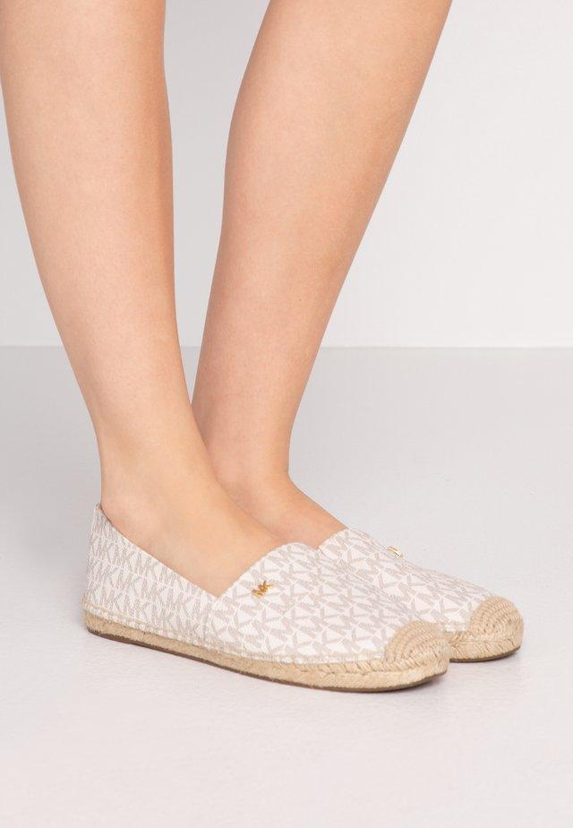KENDRICK SLIP ON - Loafers - vanilla