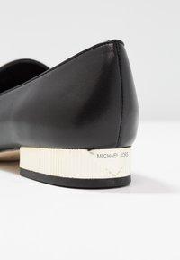 MICHAEL Michael Kors - VALERIE SLIP ON - Nazouvací boty - black - 2