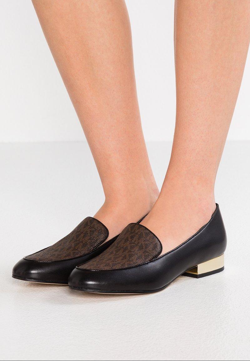 MICHAEL Michael Kors - VALERIE SLIP ON - Slipper - black/brown