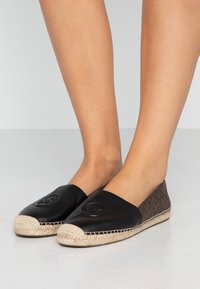 MICHAEL Michael Kors - Espadryle - black/brown - 0