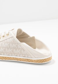 MICHAEL Michael Kors - KRISTY - Espadrilles - optic/ivory - 7