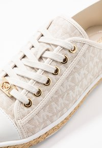 MICHAEL Michael Kors - KRISTY - Espadrilles - optic/ivory - 2