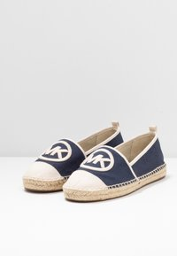MICHAEL Michael Kors - EXCLUSIVE REY  - Espadrilky - navy/light cream - 4