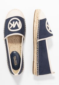 MICHAEL Michael Kors - EXCLUSIVE REY  - Espadrilky - navy/light cream - 3